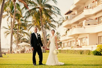Bride & Groom holding hands Sheraton Buganvilias Resort & Spa wedding photographer Kyle Coburn